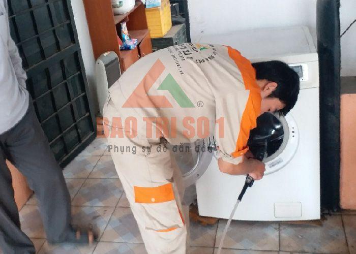 Sửa máy giặt Sanyo bị kêu khi bắt tại nhà khách hàng