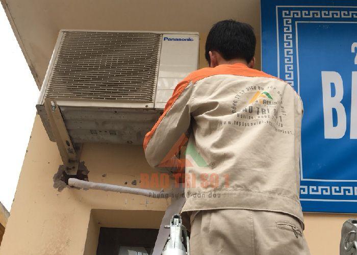 Nhân viên Bảo trì số 1 sửa điều hòa tại Hoàng Mai cho khách