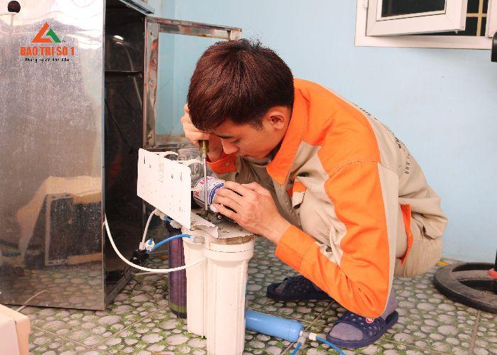 Kỹ thuật tiến hành thay lõi máy lọc nước Geyser chất lượng